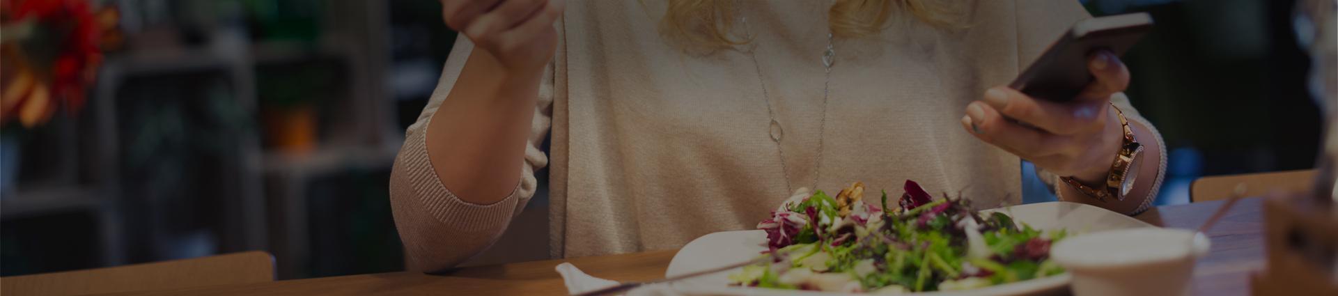 klientka w restauracji